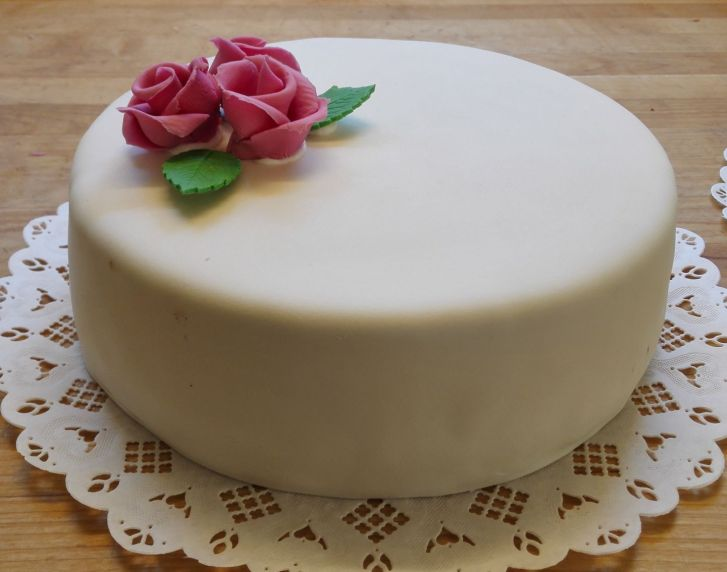 Sokerikuorrutteinen kakku